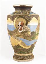 Lotto 61 - Vaso in porcellana