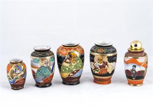 Lotto 66 - Gruppo di 5 vasetti in porcellana